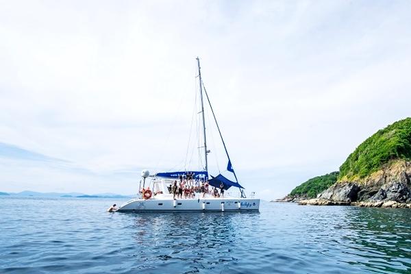 ทัวร์เรือใบแบบเกาะคาตามารัน เกาะไม้ท่อน