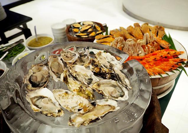 ห้องอาหารเดอะเทอเรส แอท72 โรงแรมรามาด้า พลาซ่า กรุงเทพฯ แม่น้ำ ริเวอร์ไซด์