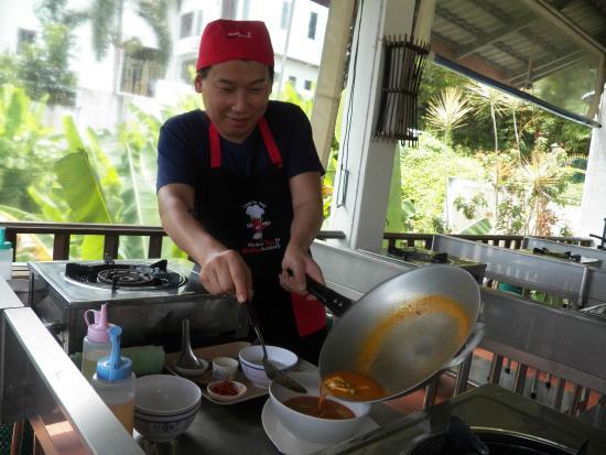 โรงเรียนสอนทำอาหารไทย ภูเก็ตไทยคุ้กกิ้ง อคาเดมี