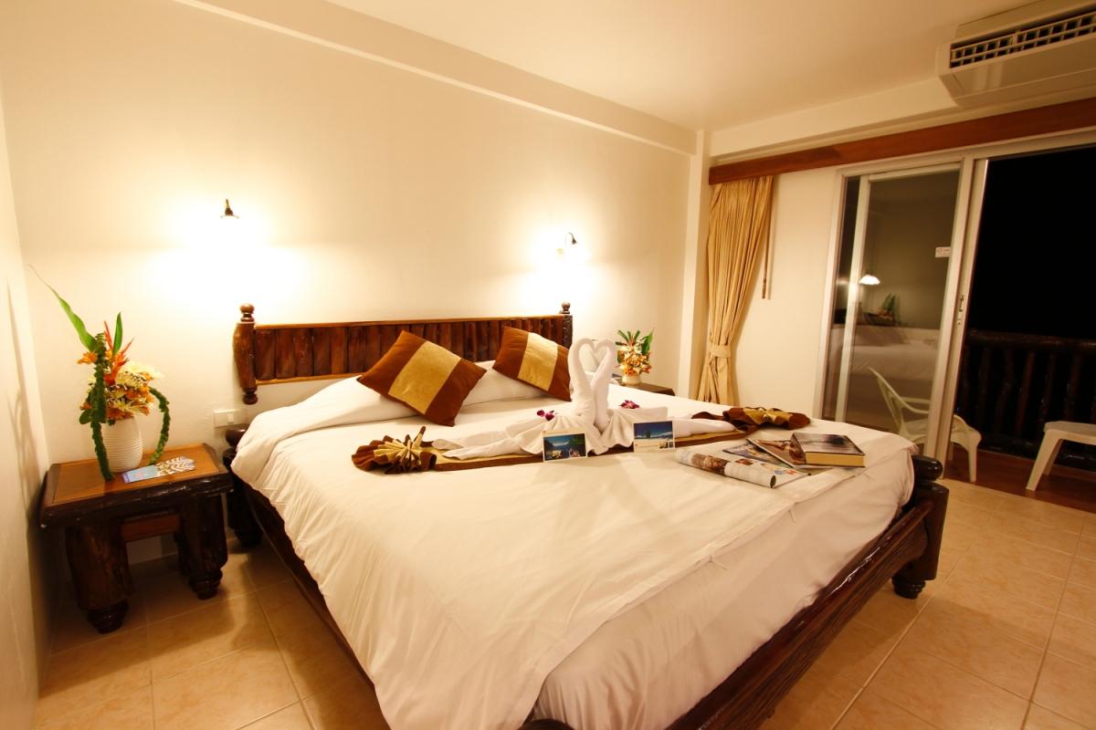 โรงแรมอ่าวนางซันเซ็ท กระบี่