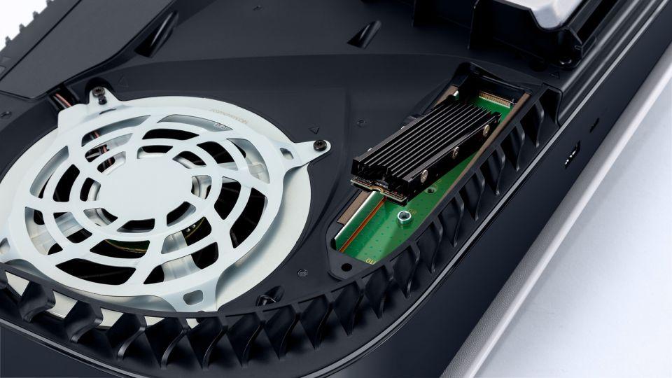PlayStation 5 již umožňuje rozšířit úložný prostor, čerstvý update přináší celou řadu novinek