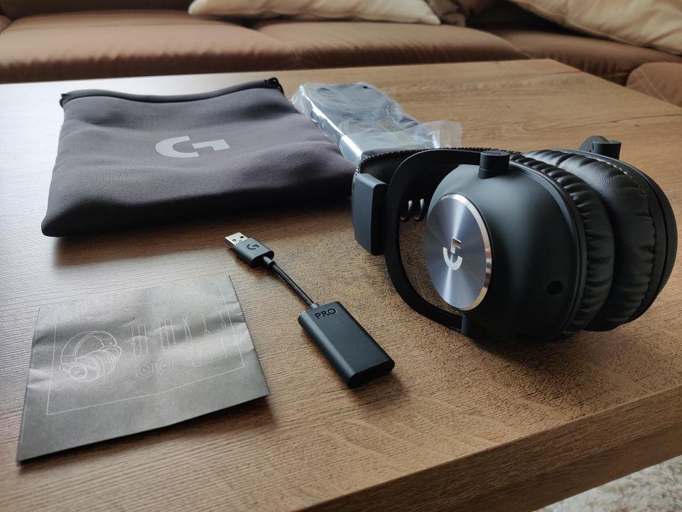 Mimo standardní sady kabelů se v balení setkáte i s externí zvukovou kartou a stylovým cestovním obalem