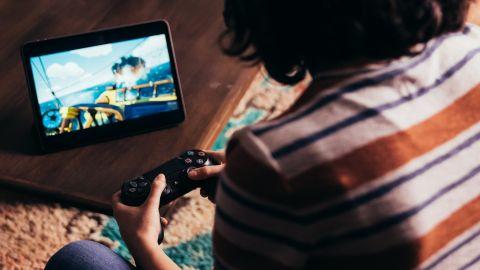 V nové reklamě na Xbox Game Pass úřaduje… DualShock