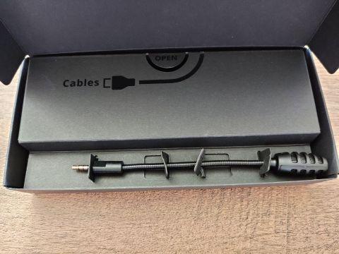 Commander mikrofón je součástí krabičky s příslušenstvím