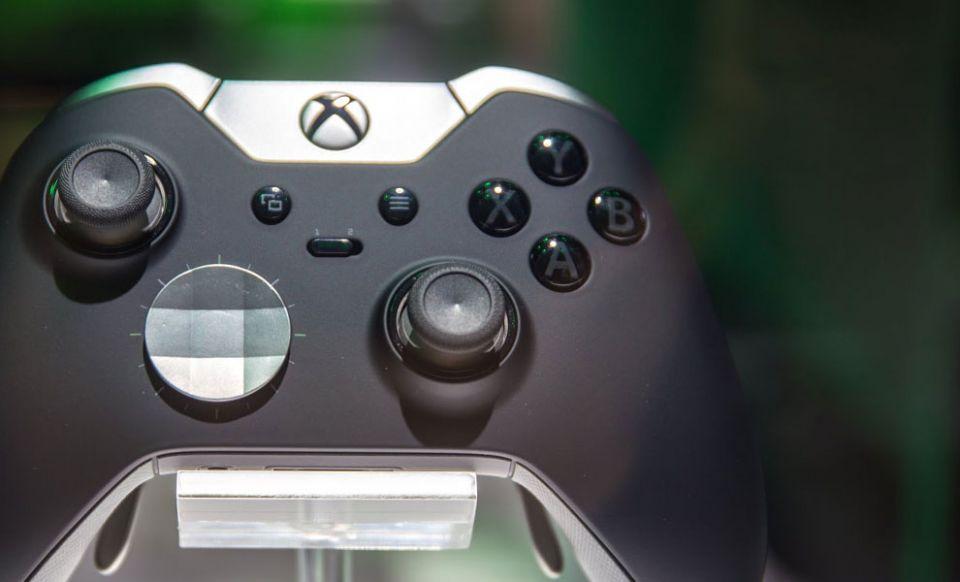 Xbox One Elite ovladač lze použít i pro PS4