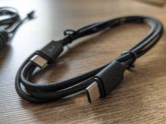 USB kabel má z obou stran moderní rozhraní Type C. Potěší jeho zpracování, délka však nemusí vyhovovat každému