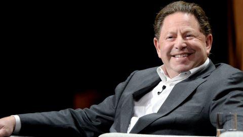 Plat ředitele Activision Blizzard Bobbyho Koticka je opět terčem kritiky
