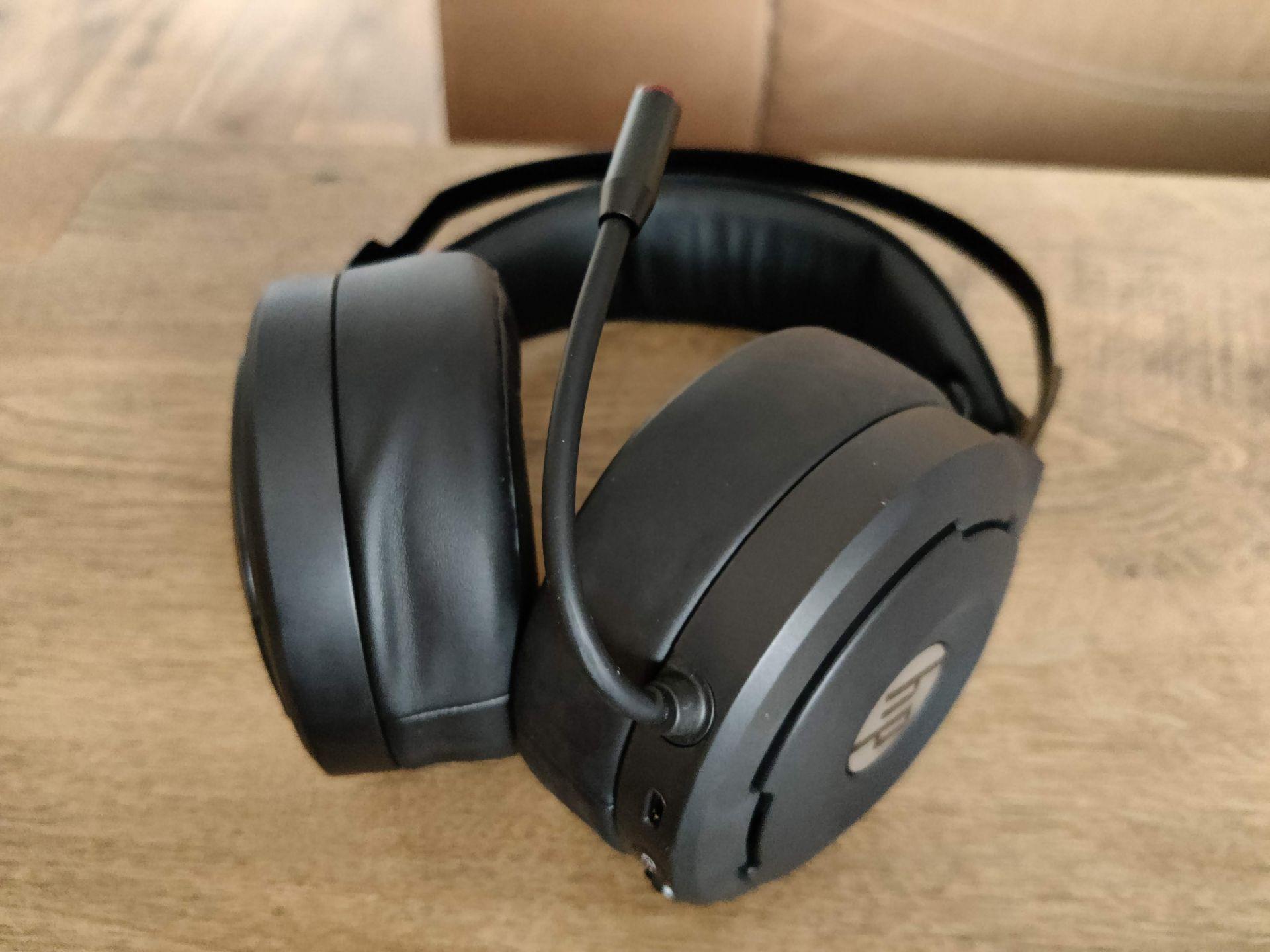 Headset působí velmi robustním dojmem