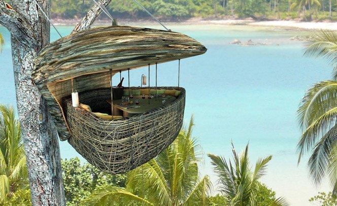 Restaurante na árvore com vista paradisíaca