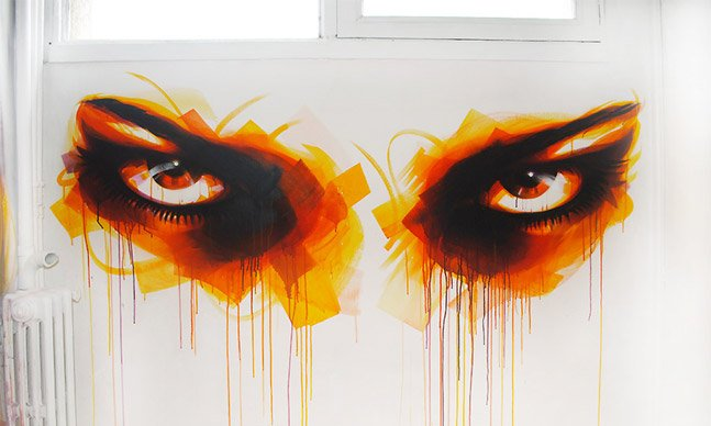 Grafiteiro espalha olhares pelas ruas pra convidar pessoas a abrirem os olhos
