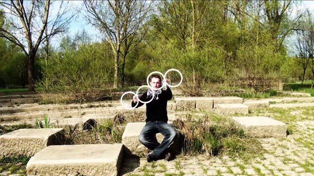 Malabarismo fantástico com círculos