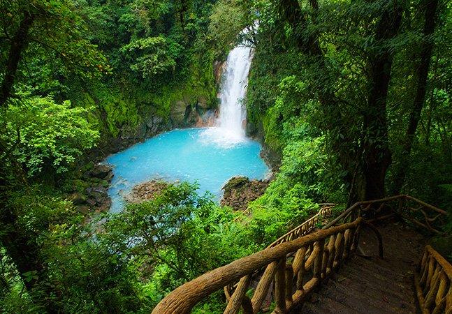 Este incrível lago azul é um dos muitos motivos para visitar a Costa Rica