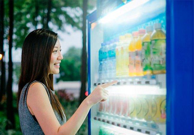 A vending machine que 'pune' quem consome junk food para educar sobre alimentação