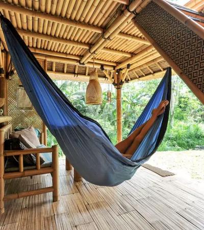 Você vai querer se teletransportar para esta linda cabana de bambu em Bali