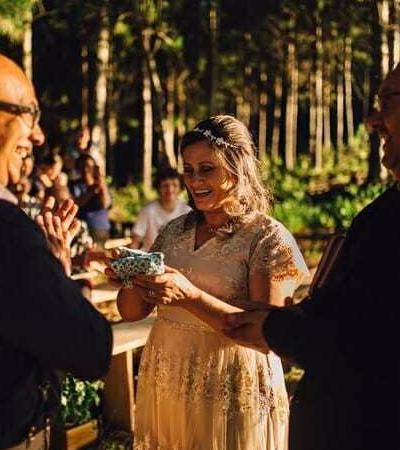 25 anos depois, mãe ganha do filho festa de casamento que sempre sonhou