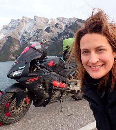Ela ouviu do namorado que 'não aguentaria' viajar de moto. Aí ela viajou 28 mil km com uma