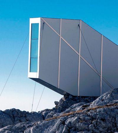 Para apreciar vista deste chalé estiloso, você precisa escalar uma montanha na Eslovênia