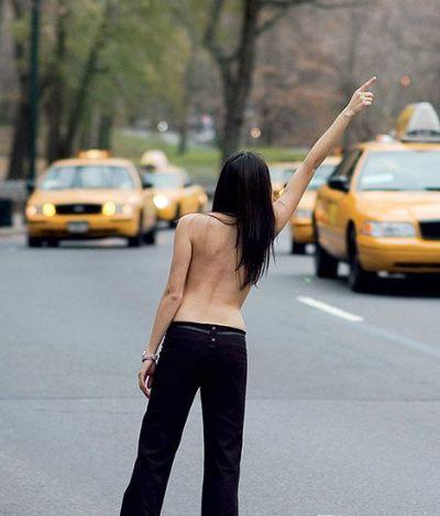Especial topless:  o tabu dos mamilos no país do fio dental