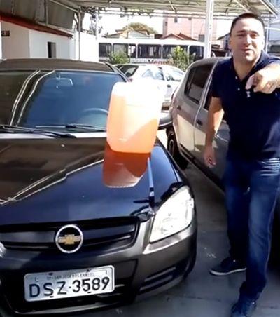 Promoção de galão de gasolina com carro de brinde viraliza com criatividade e bom humor
