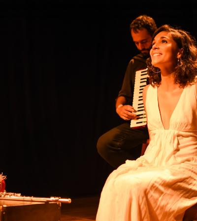 Conheça a história da francesa Claire Nativel, que transformou seu amor pelo Brasil em musical