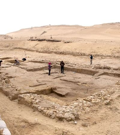Arqueólogos encontram fábrica de cerveja de 4,5 mil anos no Egito