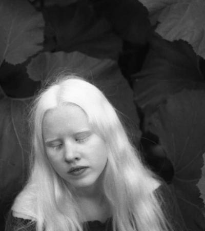 Retratos delicados de pessoas total e parcialmente cegas