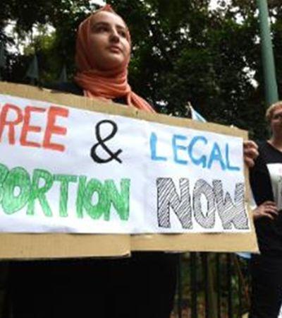 Nova lei nos EUA pode punir mulheres que abortarem com 99 anos de prisão