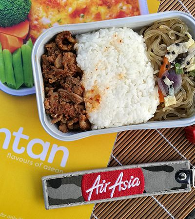 Companhia aérea cria rede de restaurantes de 'comida de avião' em terra firme