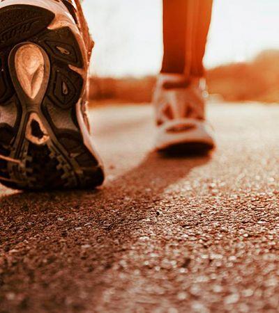 Caminhadas nos tornam mais felizes e inteligentes, diz neurocientista