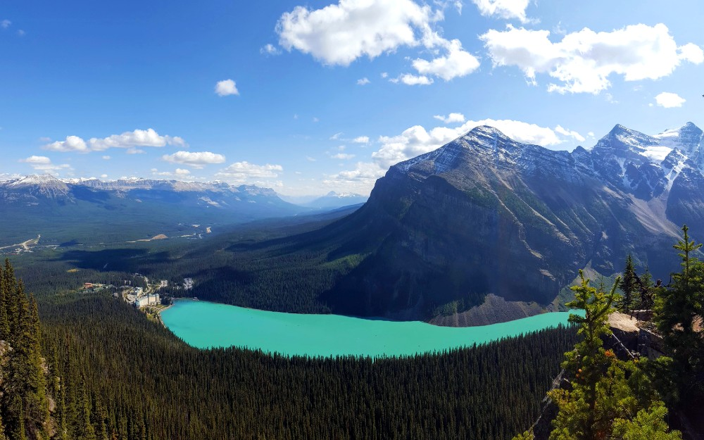This is the idyllic Lake Louise we were hoping for.