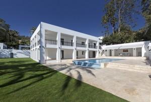 Villa for sale in Las Brisas Golf, Marbella, Málaga, Spain