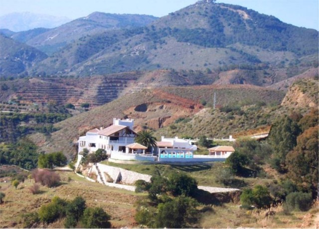 Villa & Surrounding Country
