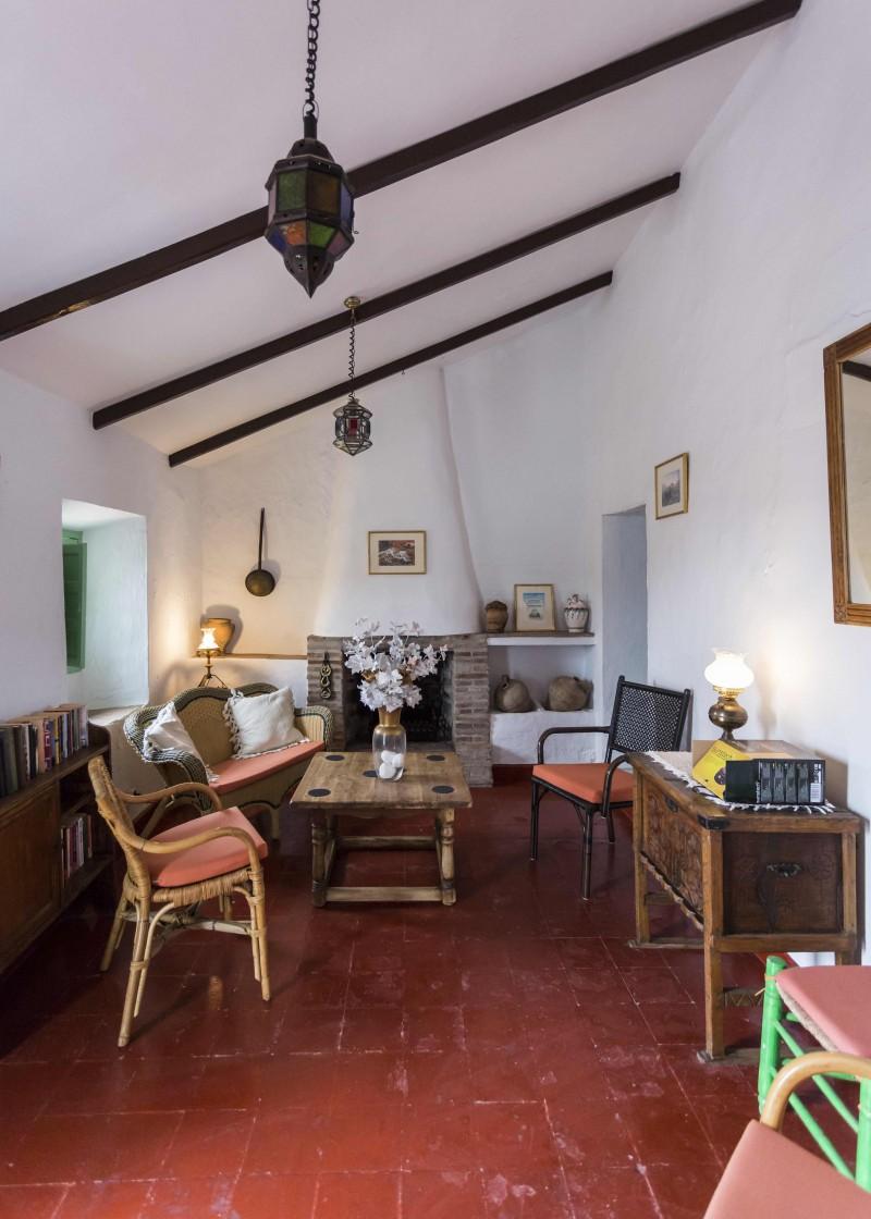 Guest cottage lounge (2)
