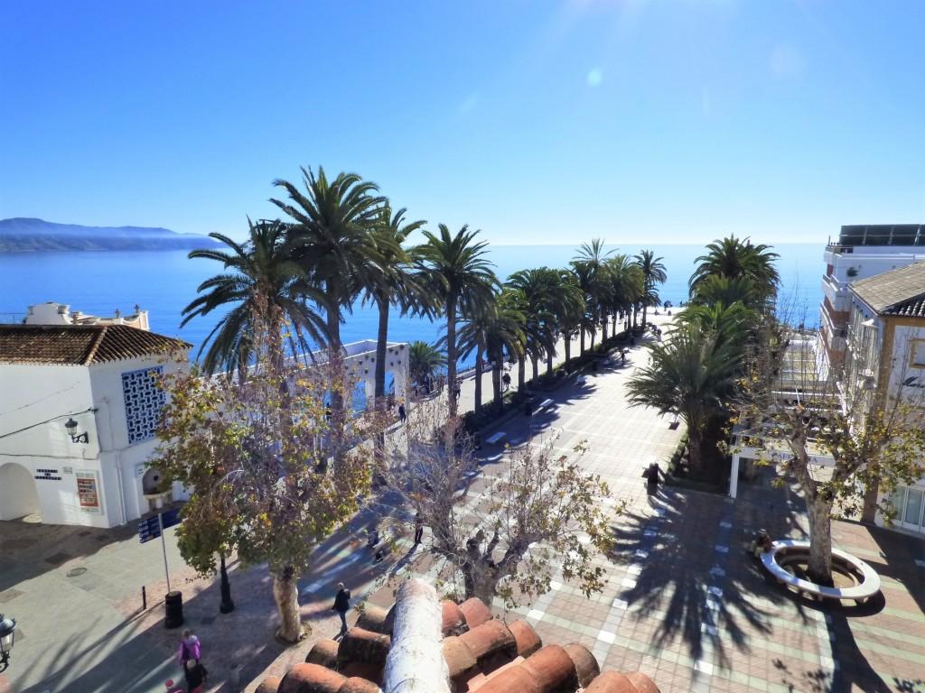Sea & Balcon views