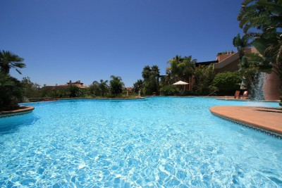 Beautiful garden apartment for sale in Mansion Club, Marbella