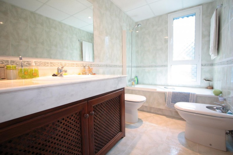 Bathroom 2 detail
