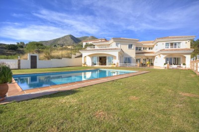 Large detached villa for sale in La Capellania, Marbella