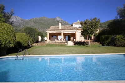 Cascadas de Camojan - Discreet Cortijo style home in one of Marbella's most prestigious locations.