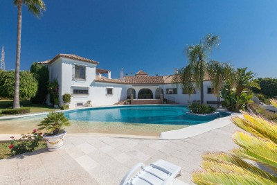 Lovely Cortijo style villa for sale in El Paraiso, on the New Golden Mile Estepona