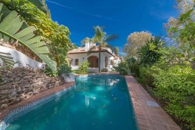 Lovely 3 bedroom, 3 bathroom villa in El Herrojo at La Quinta Golf near Marbella