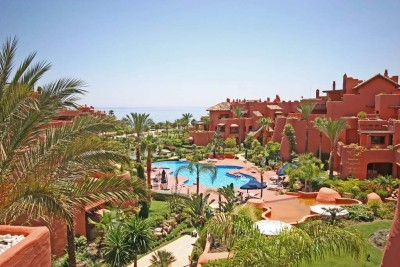 3 bedroom, 3 bathroom luxury apartment for sale at Torrebemeja, Estepona