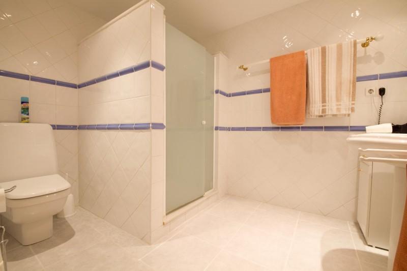 Apt bathroom 2 Villa Hacienda Las Chapas Marbella Costa del Sol