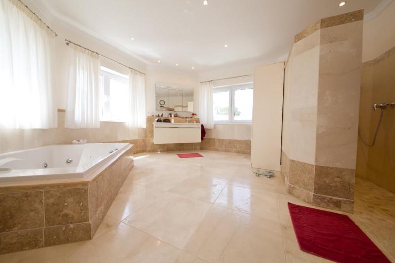 Master bathroom Villa Hacienda Las Chapas Marbella Costa del Sol
