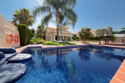 Villa for sale in Monte Biarritz, Estepona, Málaga, Spain