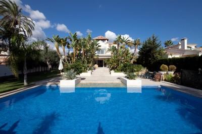4 bedroom ,4 bathroom luxury villa for sale in Las Chapas Playa, Marbella