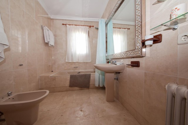 Chalet 1 bathroom Mansion Close to the sea Finca Style with exstensive grounds and stables Costa del Sol
