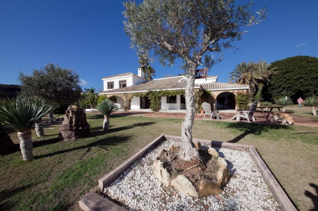 Detail Mansion Close to the sea Finca Style with exstensive grounds and stables Costa del Sol
