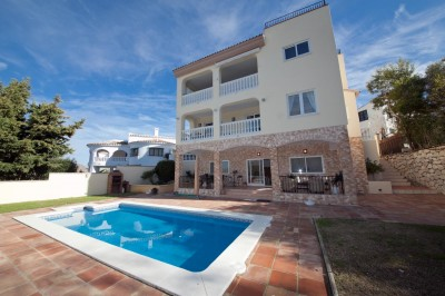 4 bedroom 4 bathroom modern detached villa for sale in Cerros de Aguila