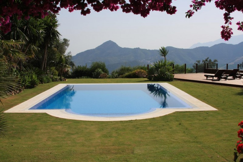 Pool and mountain views