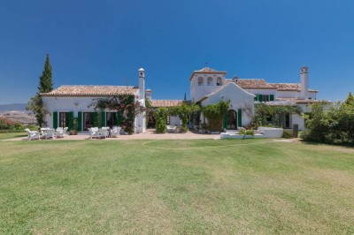 10 en suite bedroom estate for sale in Entrerrios, close to La Cala Golf.